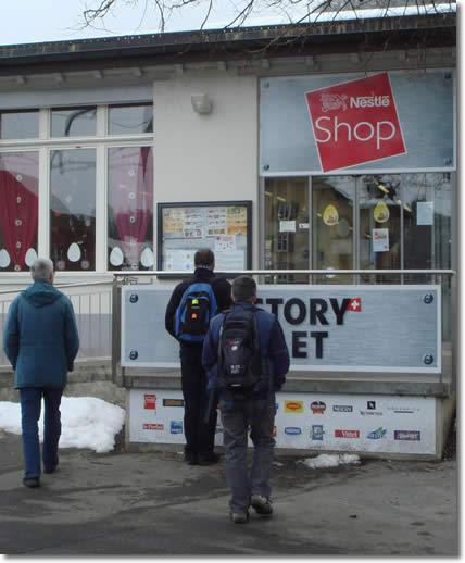 o1_nebst-dem-fabrikladen-von-cailler-noch-eine-nestle-outletshop