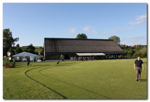 a_gepflegte-und-stilvolle-anlage-golfpark-moossee