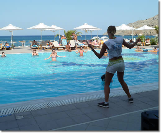 i_und-teilnehmerinnen-beim-aqua-zumba