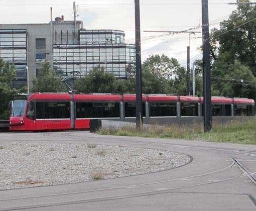L_Einfahrt-ueber-die-Autobahn