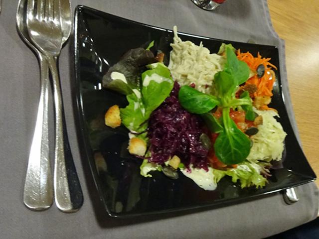 L-leckeres-Salaetchen
