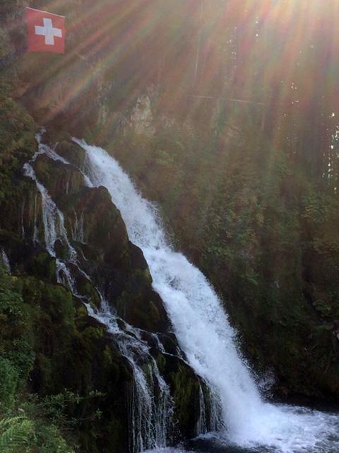 J_der-Wasserfall-von-Jaun